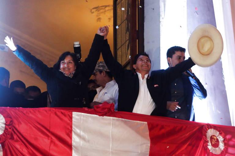 Pedro Castillo celebra vitória na sede do partido Perú Libre, em Lima
