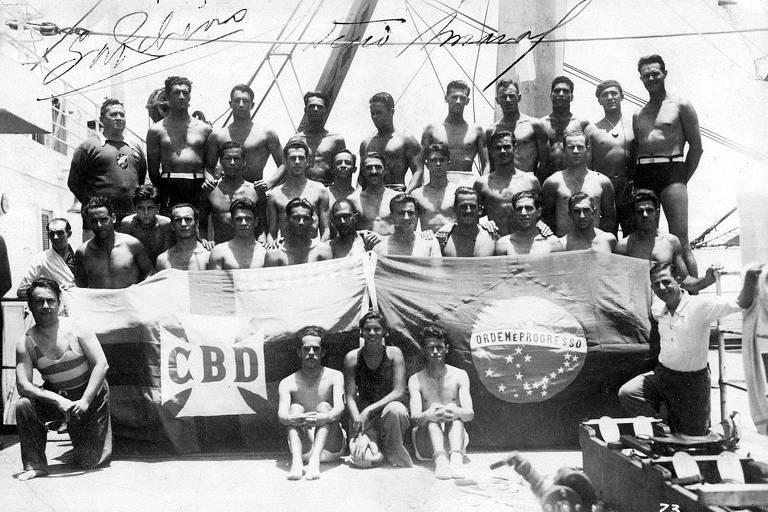 Foto oficial do embarque da delegação brasileira no Rio de Janeiro para a Olimpíada de 1936, em Berlim