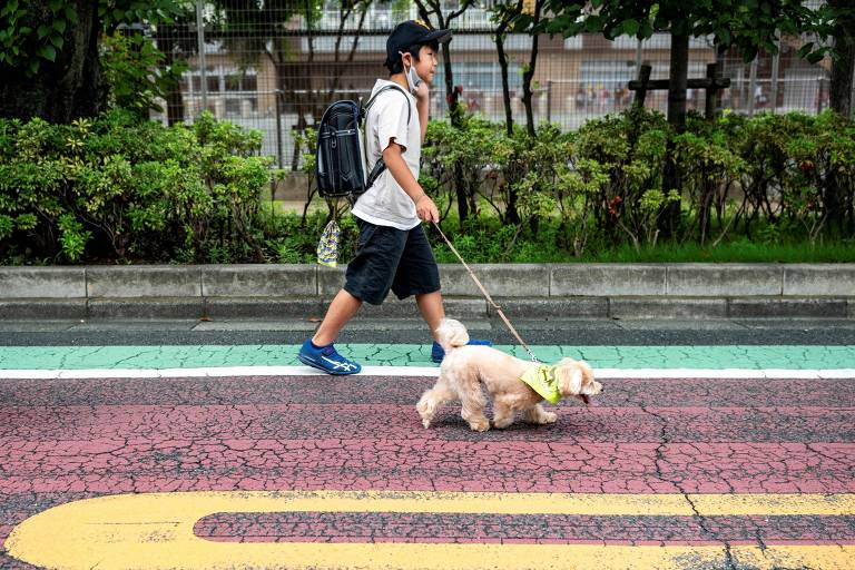 Patrulha canina toma conta das crianças em bairro de Tóquio