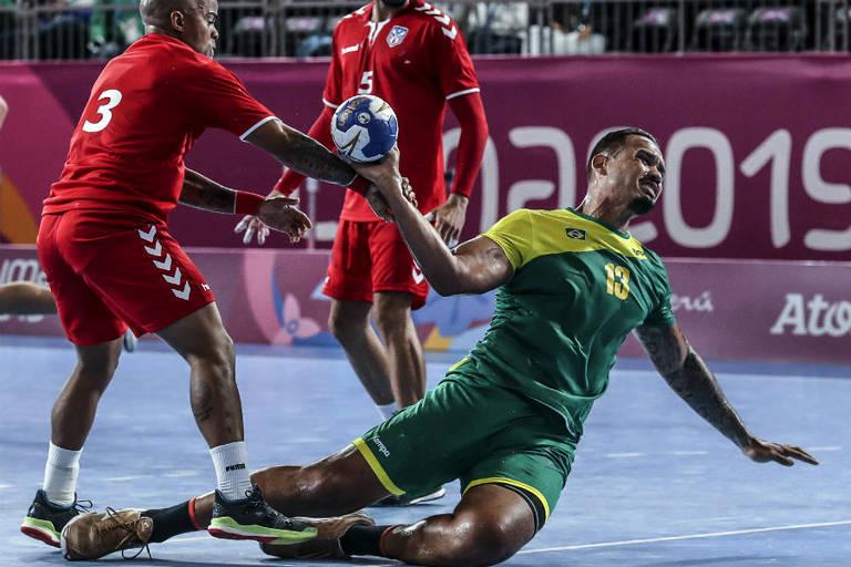 Nascido em Abaetetuba, Rogério Moraes Ferreira, atleta de handebol, deixou o Pará para treinar em Recife