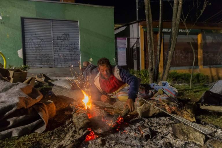 Onda de frio faz prefeitura de SP estudar uso de escolas para acolher moradores de rua