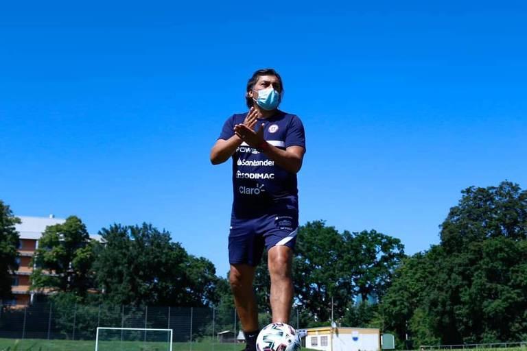 José Letelier em treino da seleção chilena