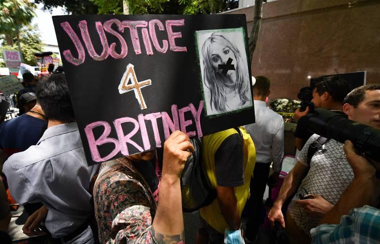 Britney Spears: Fãs atacam Brenda Penny na web, juíza responsável pelo caso