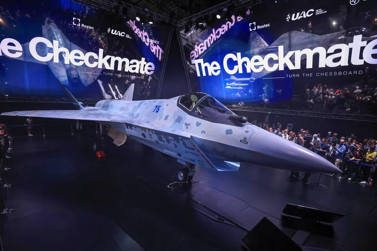 O novo caça proposto pela Rússia, o Sukhoi Checkmate, na sua apresentação perto de Moscou