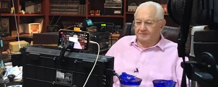 Boris Casoy no escritório de sua casa