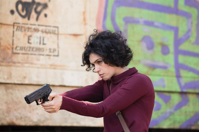 """Maria Flor em cena da série """"Os Ausentes"""", da HBO Max"""