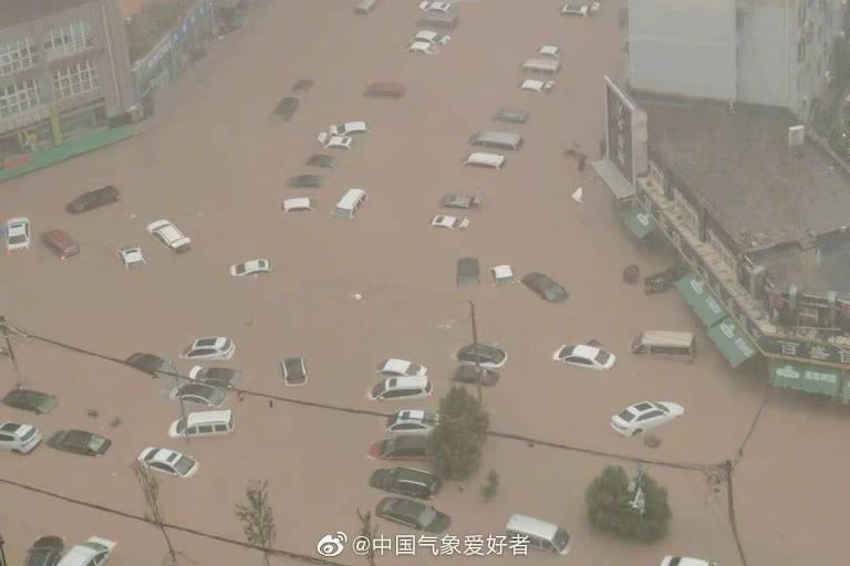 China encara cenas de horror com enchente em Zhengzhou