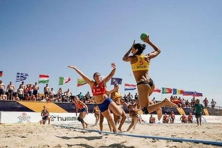 A seleção norueguesa de handebol de praia usou shorts em vez de biquínis na partida válida pela medalha de bronze contra a Espanha