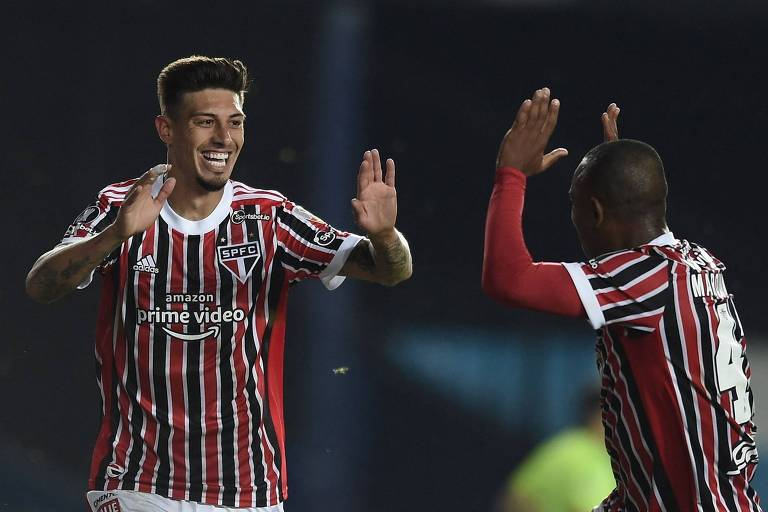 Rigoni (à esq.) comemora com Marquinhos gol do São Paulo sobre o Racing