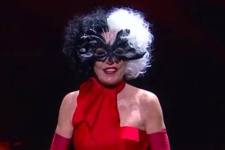 Apresentadora Ana Maria Braga aparece vestida de Cruela no programa Mais Você