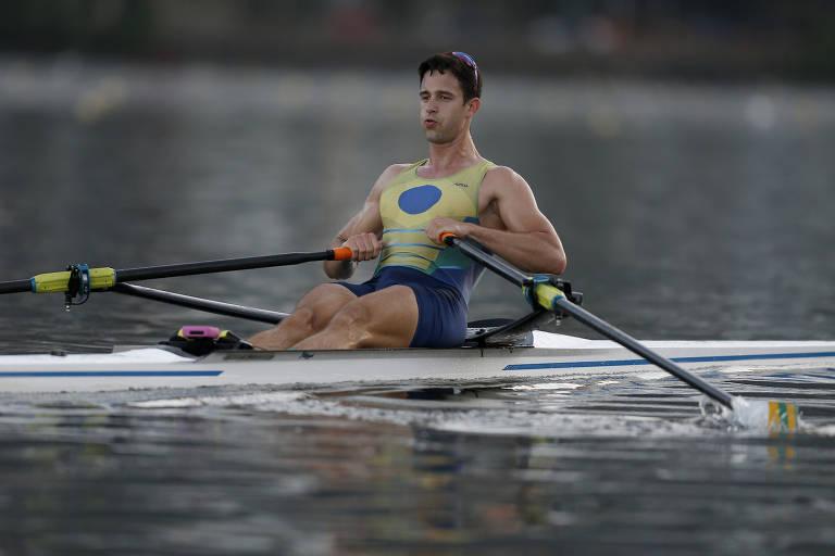 O atleta de remo Lucas Verthein, 23, durante treinamento para os Jogos de Tóquio, no Rio de Janeiro