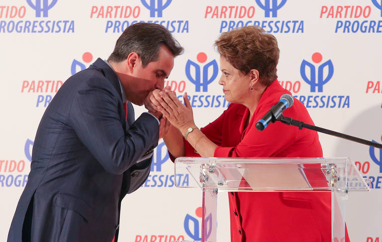 A então presidente Dilma Rousseff com Ciro Nogueira