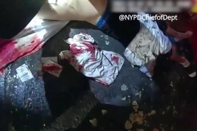 Policial salva vítima de esfaqueamento com saco de batata frita em Nova York