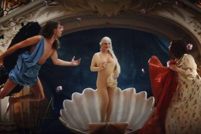 Campanha do site Pornhub com a ex-atriz pornô Ilona Staller, popularmente conhecida como Cicciolina
