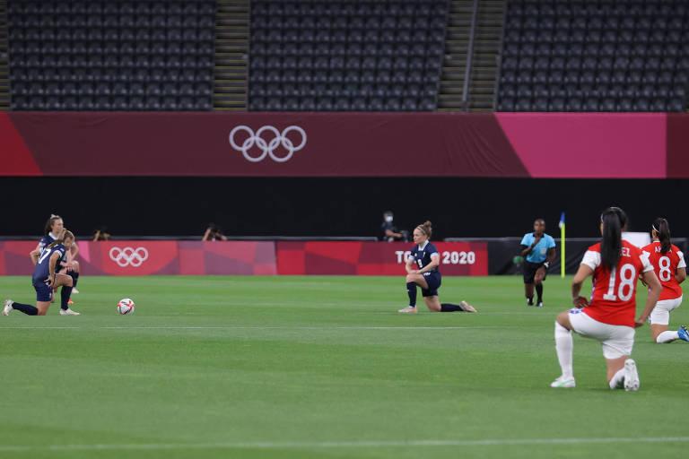 Futebol feminino dá pontapé inicial em onda de protestos nos Jogos