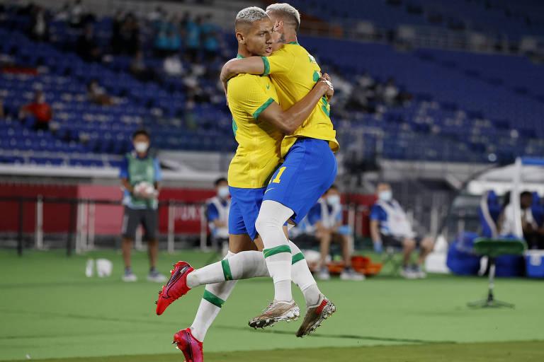 Brasil marca 4 na Alemanha no futebol e poderia ter devolvido goleada de 2014