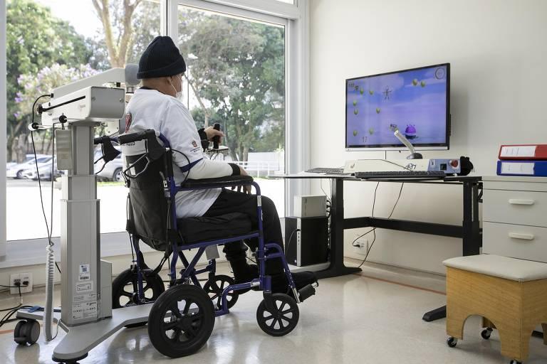 Jasson de Carvalho Pinto, 58, que teve Covid em março, ficou três meses internado no HC e se recupera de tetraplegia na rede Lucy Montoro desde 30 de junho