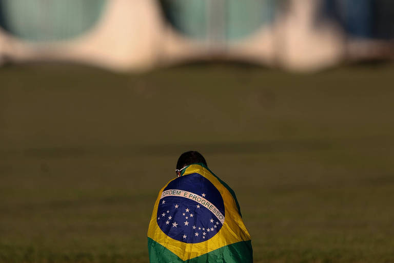 Aliança de religiosos com a direita molda política brasileira desde a ditadura, sustenta historiador