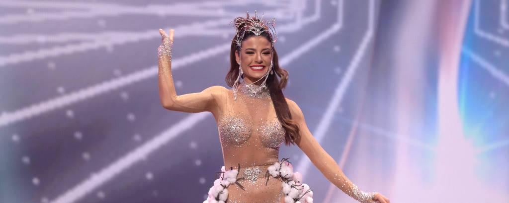 Julia Gama no desfile de traje típico do Miss Universo 2021
