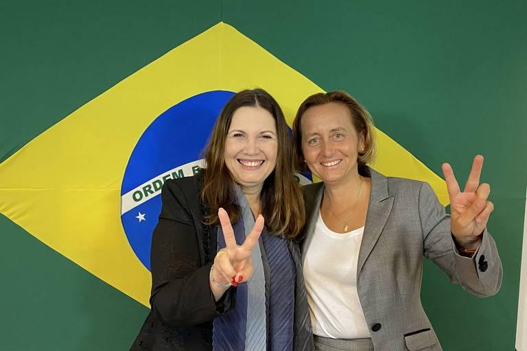 Eduardo Bolsonaro e Bia Kicis são criticados após encontro com parlamentar alemã de extrema direita