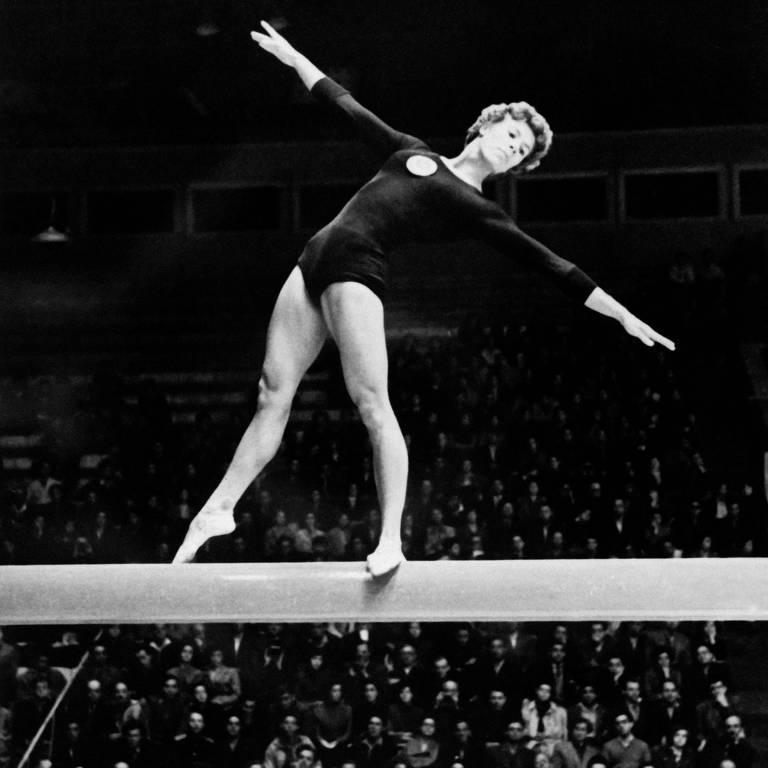 RECORDISTA - A ucraniana Laryssa Latynina ganhou quatro medalhas de ouro, uma de prata e uma de bronze em Melbourne, mas foi apenas a primeira participação. Somando com as duas Olimpíadas seguintes, Laryssa somou 18 medalhas em três Jogos e é até hoje a mulher com mais medalhas