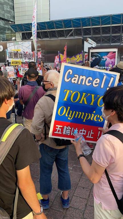 Manifestantes realizam ato contra Olimpíada horas antes de cerimônia de abertura