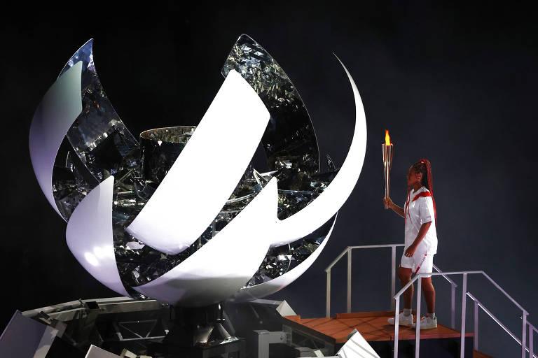 Naomi Osaka acende a pira olímpica em Tóquio