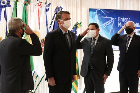 Bolsonaro insiste em ameaça golpista, chama Moraes de ditatorial e diz que 'a hora dele vai chegar'