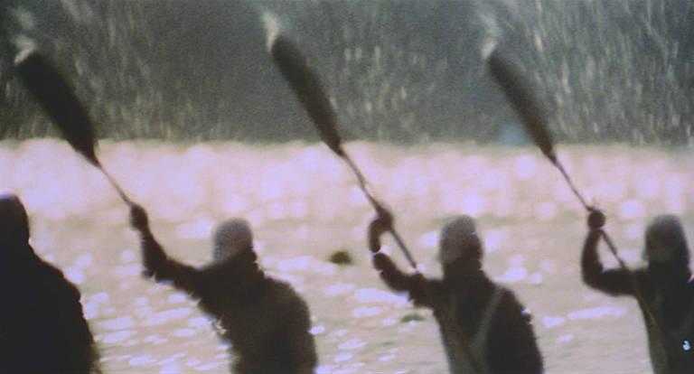 Imagem de atletas em prova de remo