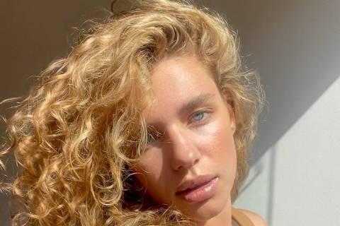Bruna Linzmeyer, atriz, fica loira para viver Madeline em Pantanal