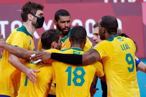 Tokyo 2020 Olympics - Volleyball - Men's Pool B - Brazil v Tunisia - Ariake Arena, Tokyo, Japan - July 24, 2021. Leal of Brazil celebrates with teammates. REUTERS/Valentyn Ogirenko