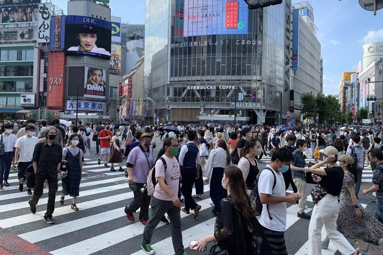 Famoso cruzamento em Shibuya, em Tóquio, considerado o maior do mundo