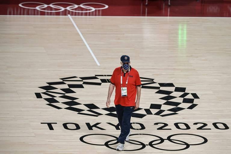 O técnico da seleção masculina dos EUA, Gregg Popovich, durante treino no Japão