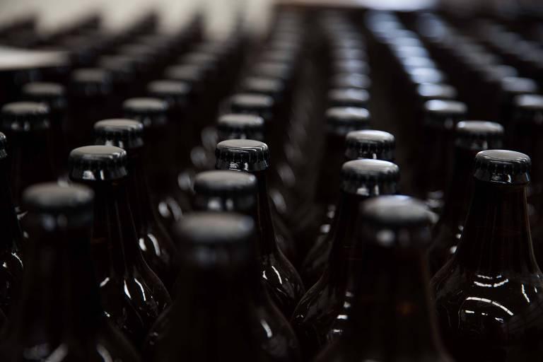 O tesouro escondido em garrafas de cerveja em navio afundado há 120 anos