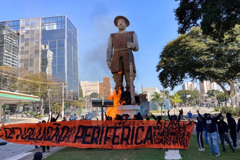Grupo que assumiu incêndio da estátua de Borba Gato foi criado dias antes da ação, diz motoboy
