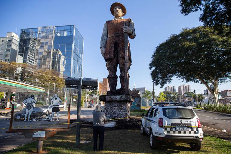 Polícias Civil e Militar procuram autores de incêndio em estátua de Borba Gato em SP