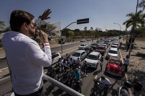 Idealizador da Marcha para Jesus 'repreende pandemia' em carreata por ruas de SP