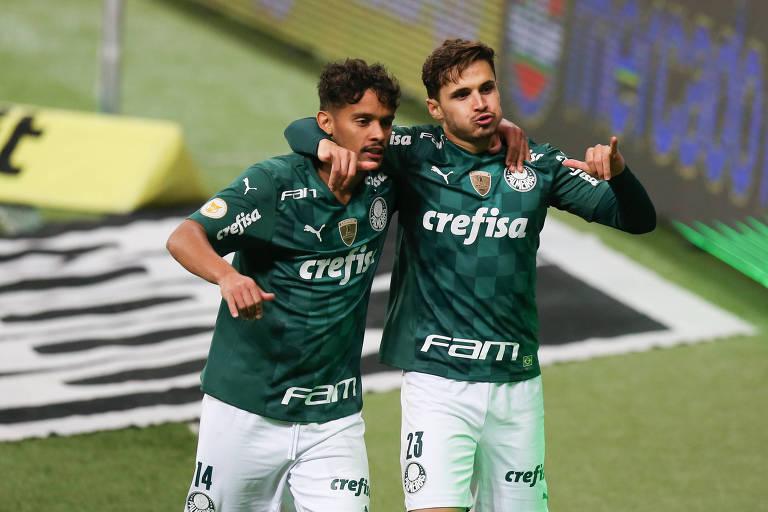 Gustavo Scarpa e Raphael Veiga comemora gol do Palmeiras contra o Fluminense