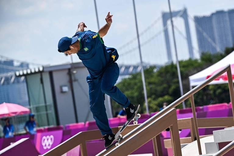 Kelvin Hoefler durante final do skate street em Tóquio