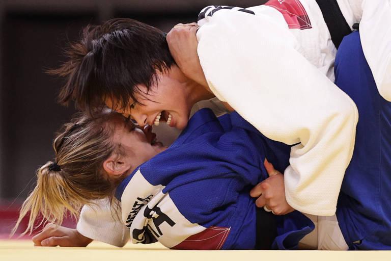 Larissa Pimenta chora após derrota no judô nas Olimpíadas para sensação japonesa