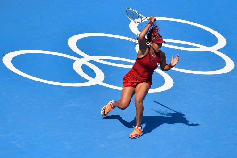 A tenista japonesa Naomi Osaka durante vitório em seu primeiro jogo nas Olimpíadas de Tóquio