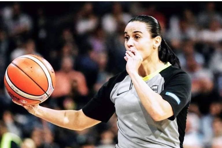Árbitra brasileira Andreia Silva atua em jogo do Mundial sub-19 da Letônia