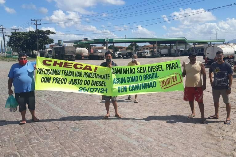 Caminhoneiros protestam contra preço do diesel