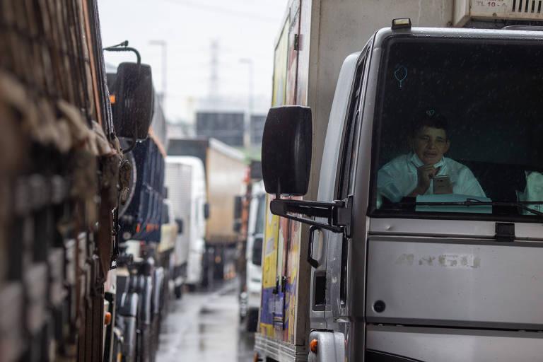Bloqueio de caminhoneiros na rodovia Castelo Branco, na entrada da marginal Tietê, após atos bolsonaristas de 7 de setembro