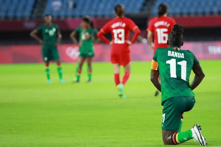 Barbra Banda se levanta na partida contra a China, pela segunda rodada do Grupo F