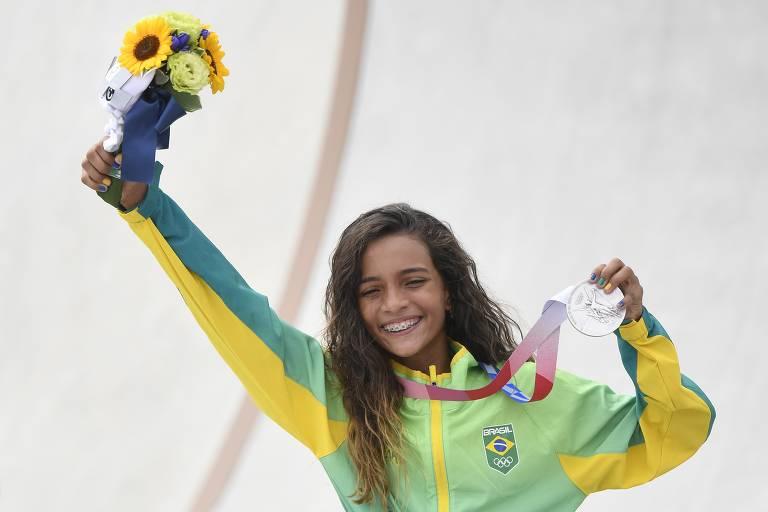 Rayssa Leal, a fadinha do skate, conquista a medalha de prata nas Olimpíadas