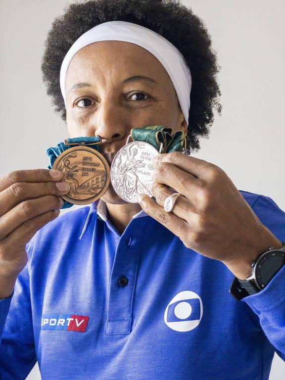 Janeth, ex-jogadora de basquete, e suas medalhas