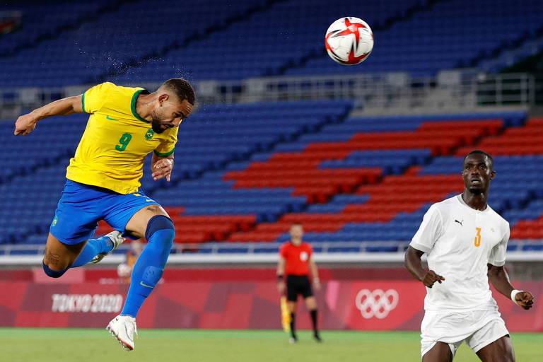 Matheus Cunha cabeceia contra a Costa do Marfim