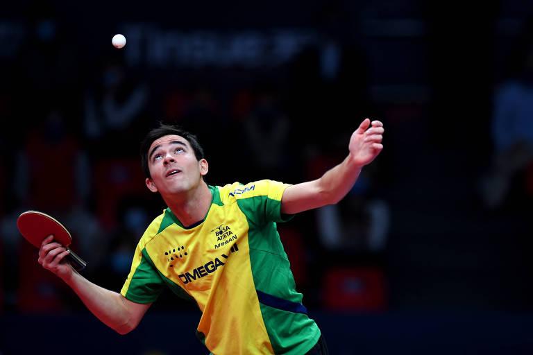 Hugo Calderano em ação contra Fan Zhendong, da China, cabeça de chave nos Jogos