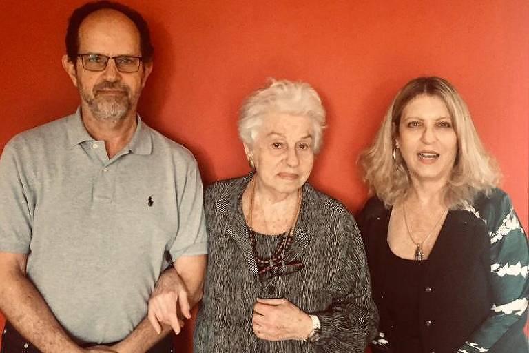 Rosa Motta (1924-2021) com os filhos Bettina e Mauricio